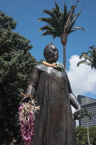 Queen Lili;uokalani statue, Honolulu, Oahu