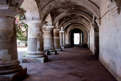 Las Capuchinas cloister, Antigua