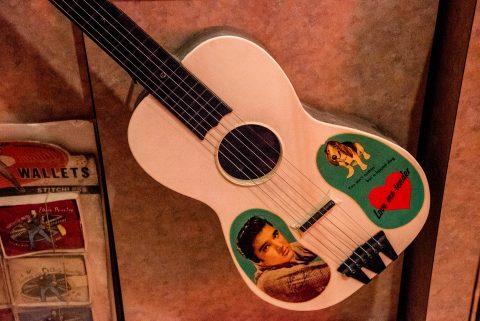 Elvis souvenir merchandise 1956, Rock 'n Soul Musuem, Memphis