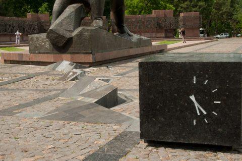 earthquake memorial, Tashkent
