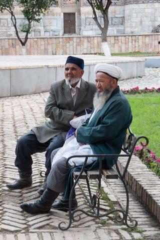 Mullahs relazing, The Registan, Samarkand