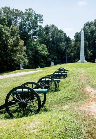 Michigan Memorial and Battery De Golyer guns, Vicksburg, Miss