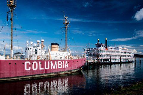 Columbia Lightship & paddlesteamer, Astoria