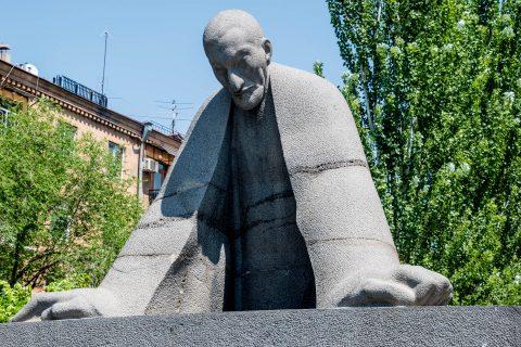 Alexander Tamanyan monument, Yerevan